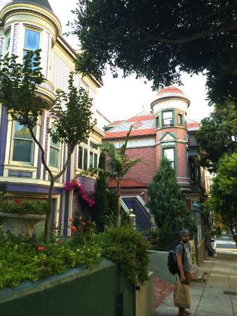 Chateau Tivoli Bed & Breakfast: Street view