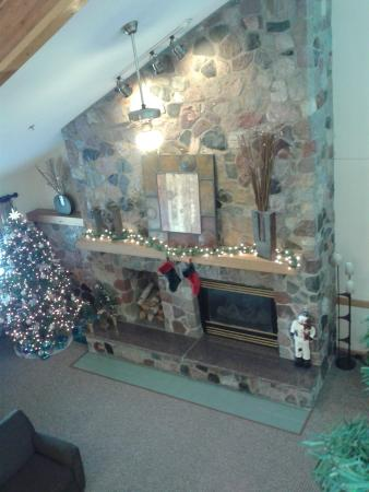 Boarders Inn & Suites Faribault, MN: beautiful fireplace