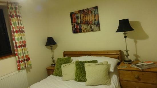 Bucks Farm Holiday Cottages: groundfloor bedroom