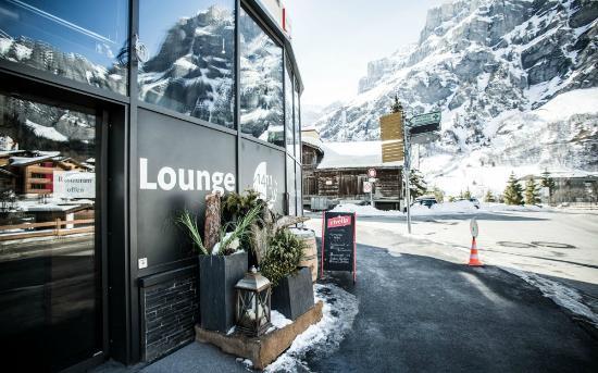 Lounge 1411 alt.: outside