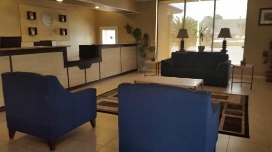 Rodeway Inn I-95 North: Come Relax and Visit in our Lobby