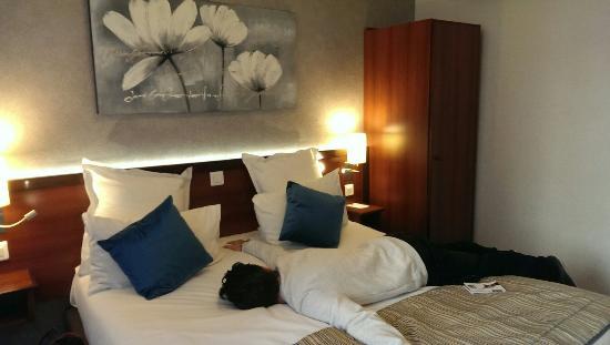 Classics Hotel Porte de Versailles: Comfi bed.