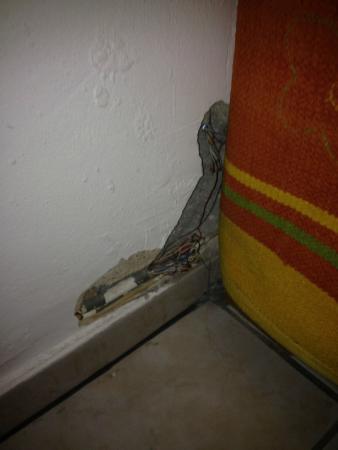 Hotel Heinzelmännchen: Découverte derrière un tapis cloué au mur