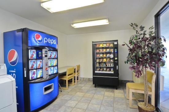 Motel 6 Palm Springs East: Vending