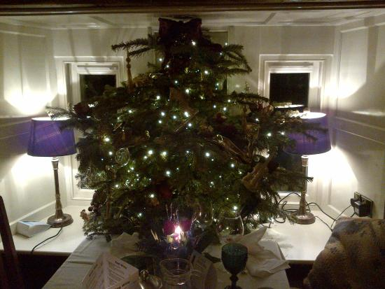 The Timble Inn: window christmas tree