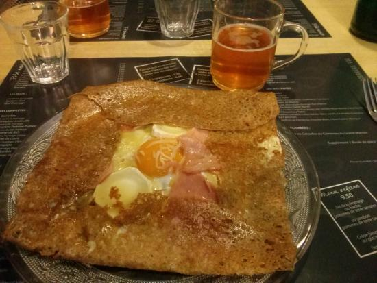 "Crêperie les enfants terribles : A ""compete"" crepe with goat cheese and a touch of honey."