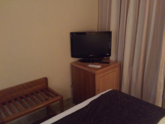 Jardin De Tres Cantos Hotel: tv