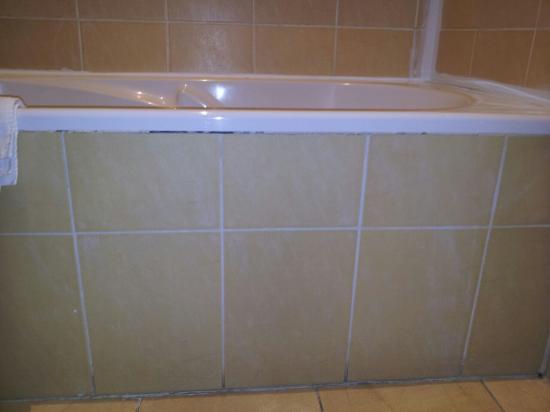 Hotel Azur: baignoire