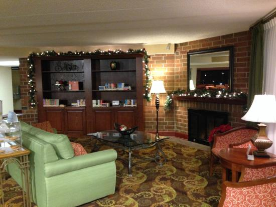Country Inn & Suites By Carlson, Lincoln Airport: Front lounge area