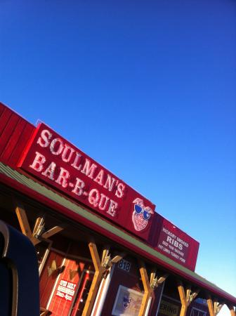 Soulman's Barbeque: Right off I-30
