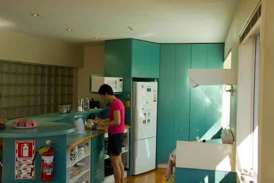 Almond House Backpackers: One of our well-equipped kitchens