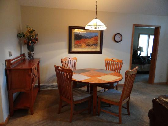 RiverWood on Fall River : dining area