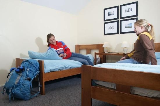 Almond House Backpackers: Twin share room