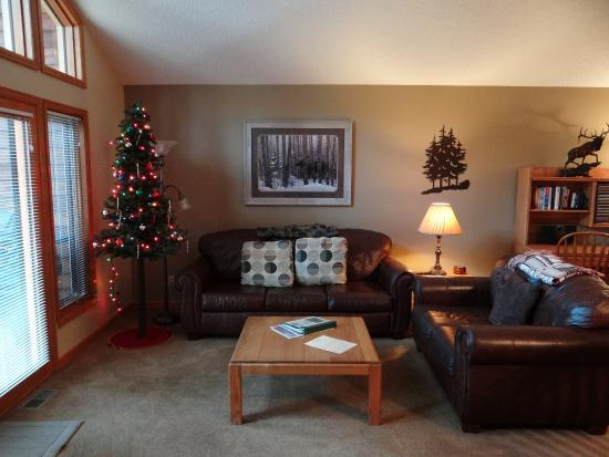 RiverWood on Fall River: Living room