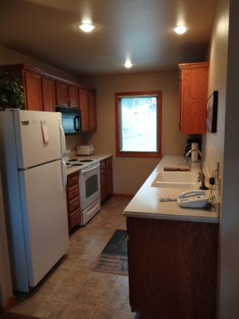 RiverWood on Fall River: kitchen