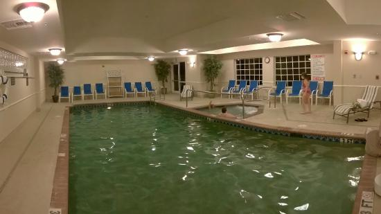 La Quinta Inn & Suites Fort Myers Airport : Heated Pool