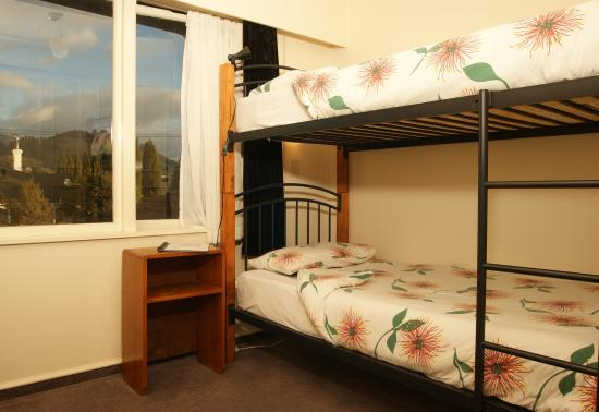 Almond House Backpackers: Backpacker twin and single room