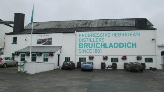 Loch Gorm House: Bruichladdin Distillery is a short walk from Loch Gorm