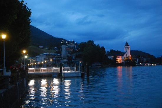 Försterhof Hotel: Evening lakes side walks