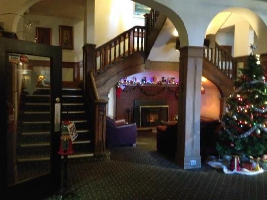 Rodmay Heritage Hotel : a cozy area in the main lobby/ stairwell to the rooms