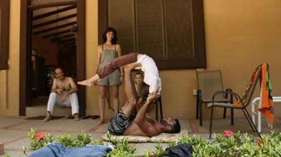 Nosara Beach Hostel: yoga session with our daughter and specialist Igor