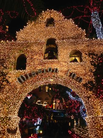 the mission inn hotel and spa mission inn quite an entrance during christmas time - Mission Inn Christmas