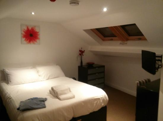 SITU - Serviced Apartments West Street Mews : habitación de la buhardilla