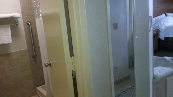 Toilet Is Situated So The Fully Open Bathroom Door Can Give Privacy - How to open bathroom door