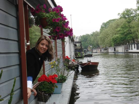PhilDutch Amsterdam Bed and Breakfast: O canal na janela do seu quarto!
