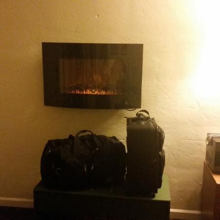 Villa Franca Inn: Fireplace