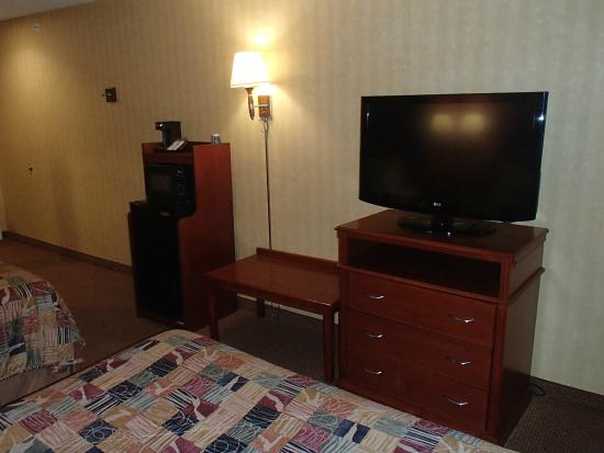 Sleep Inn & Suites: TV, mini-fridge and microwave