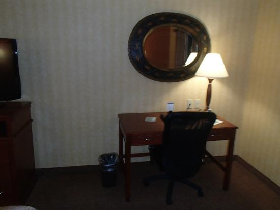 Sleep Inn & Suites: Nice little desk in the room