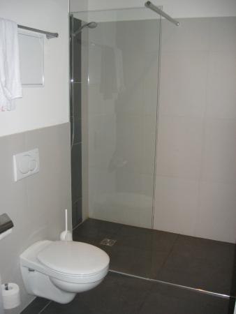 Five Elements Hostel Leipzig: Shower