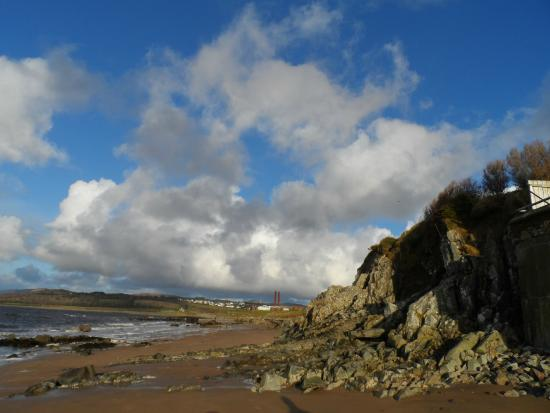 Buncrana Beach: sunnny day at the beach