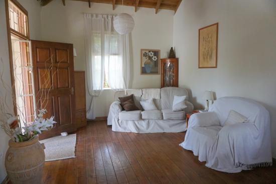 Bajan Breeze Guest House: communal room