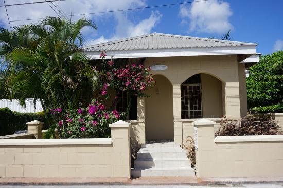 Bajan Breeze Guest House: exterior