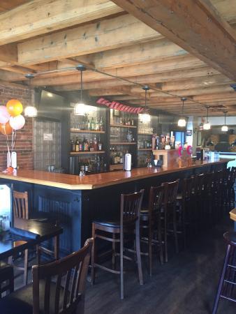 Isidore On the Rocks Tavern: Bar