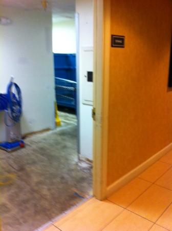 Residence Inn Mystic Groton: Maintenance room door in lobby that was always open