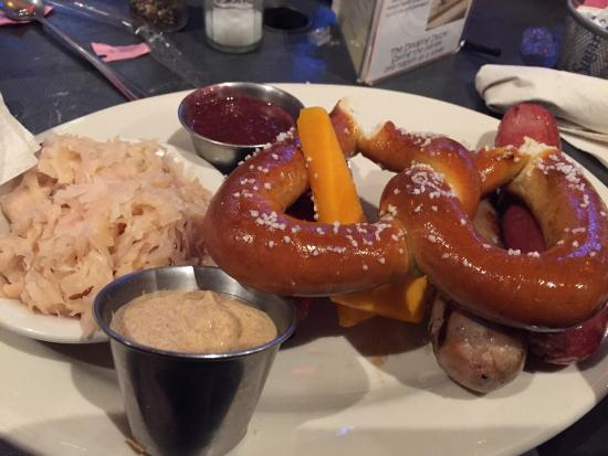 The Dodging Duck Brewhaus : Knackwurst, Bratwurst y Country Style