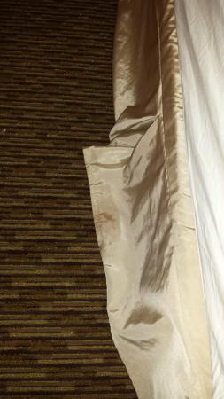 Homewood Suites Lansdale : Stains on Dust Ruffle of bed