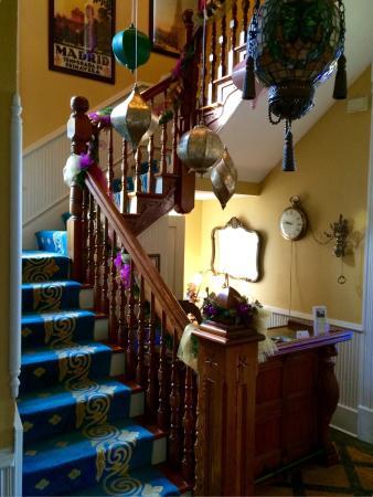 Seven Sisters Inn: Staircase