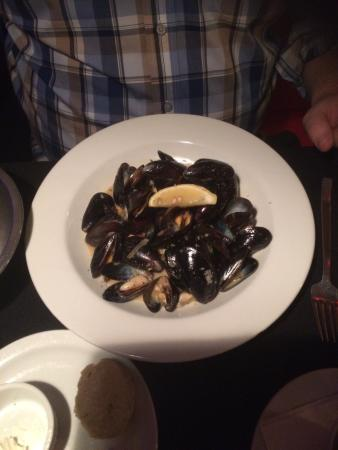 Atmosfere Restaurant: White wine mussels