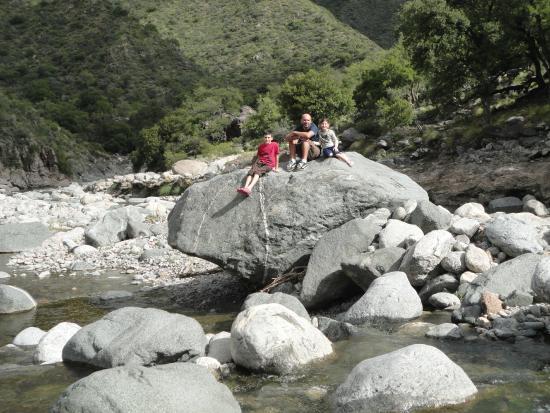 Paso del Condor : en el rio frente al hotel