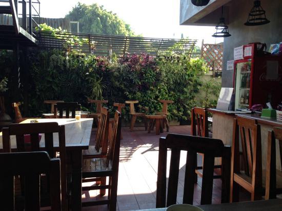 Hug Hostel: Outside area with restaurant :)