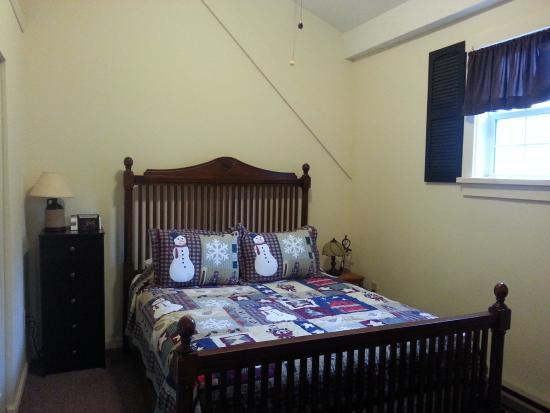 Little Main Street Inn: Adorable bedroom