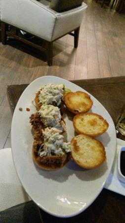 Atlanta Airport Marriott : Dinner in the Hotel Restaurant  pork sliders