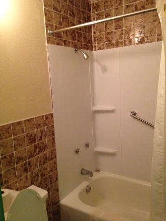 Limetree Inn : Updated bathroom