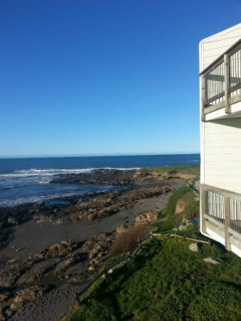 The Shelter Cove Oceanfront Inn : From our second floor balcony at the Oceanfront Inn