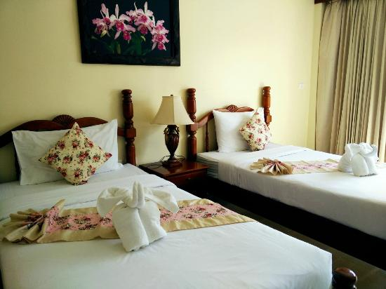 Pranang Flora House: Room Twin Bed