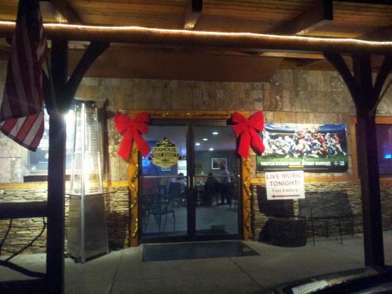 Famous Fast Eddie's: Entrance